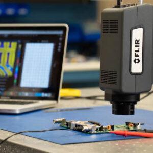 kamera-termowizyjna-FLIR A6780-w-laboratorium